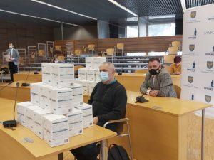 Przekazanie maseczek ochronnych dla opolskich hospicjów
